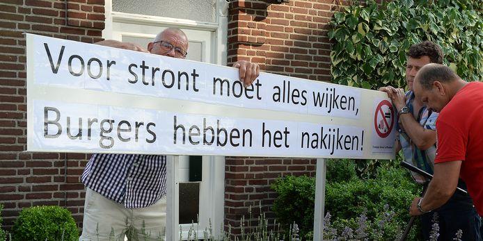 Juli 2015: protest in Landhorst tegen de mogelijke komst toen van een mestfabriek.