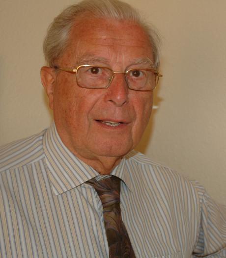 Herman van den Broek, 27 jaar lang pastoor van Moergestel, is overleden
