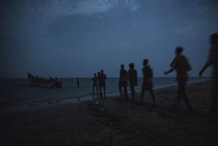 Ethiopische migranten nabij Obock in Djibouti. Hier vertrekken ze naar Jemen.  Beeld AP