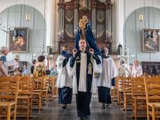 Kerk versoepelt: anderhalve meter eruit, geen coronapas, 'Het zal prachtig zijn als straks iedereen weer terug is'
