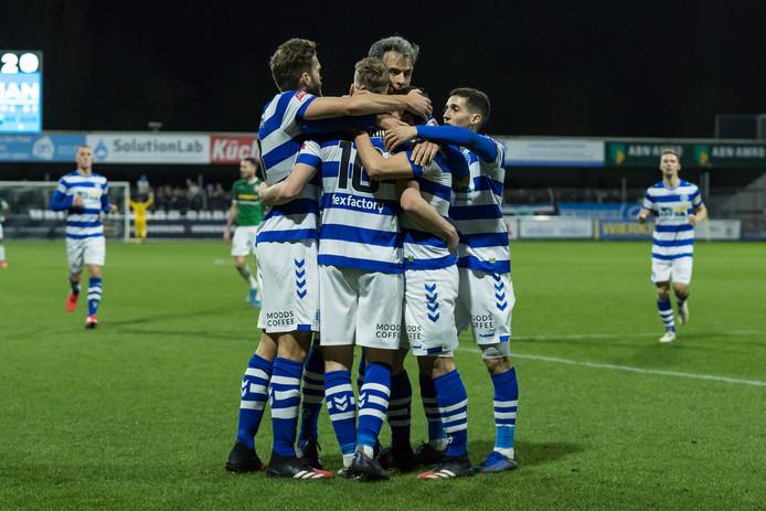 De Graafschap viert de 1-2 van Daryl van Mieghem tegen FC Dordrecht.