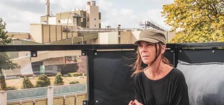 Sabine woont tegenover papierfabriek Parenco: 'Af en toe ruik je een soort doucheputjeslucht'