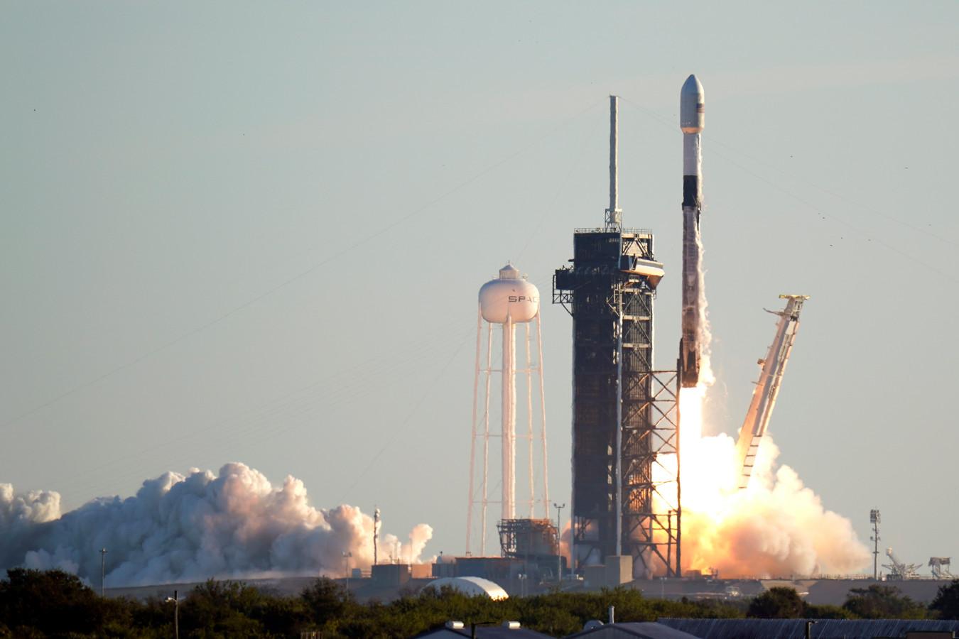 La mission se fera grâce à la fusée réutilisable Falcon 9 de SpaceX, lancée depuis le centre spatial Kennedy de Floride.