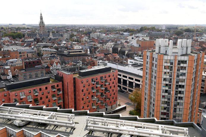 Een luchtbeeld van Leuven vanop de hoogste toren van Sint-Maartensdal, een wijk die als erfgoed wordt beschouwd.