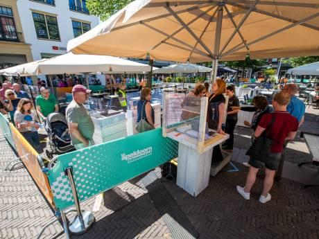 Terrassen weer open in Apeldoorn: 'We gaan eindelijk weer los'