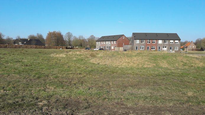 Nu nog een kale grasvlakte, maar op termijn mogelijk een bloeiende nieuwe woonwijk: De Welder.