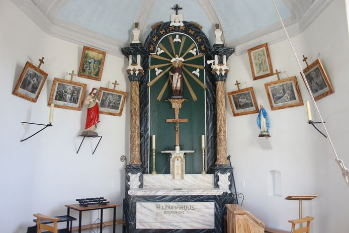 De kapel werd ook binnenin stevig gerestaureerd.