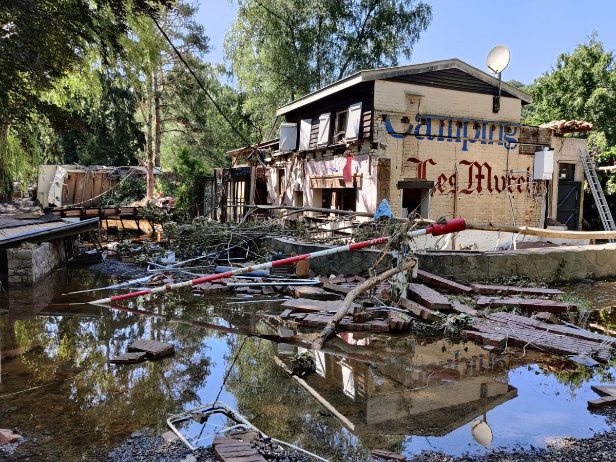 De entree van Camping Les Murets in Esneux na de overstroming van 14 juli 2021. De kantine is weggevaagd, de bovenverdieping van het hoofdgebouw is ontzet.
