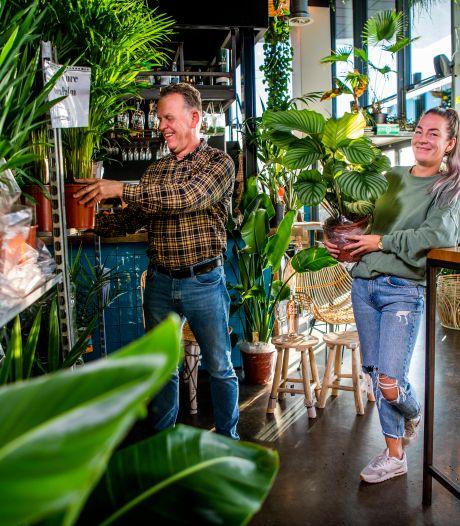Ondernemers gooien het roer helemaal om: klanten gaan naar buiten met koffie to go én een plant
