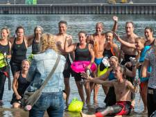 Alleen maar 'blije koppies' bij tweede editie van de Bridge to Bridge Swim