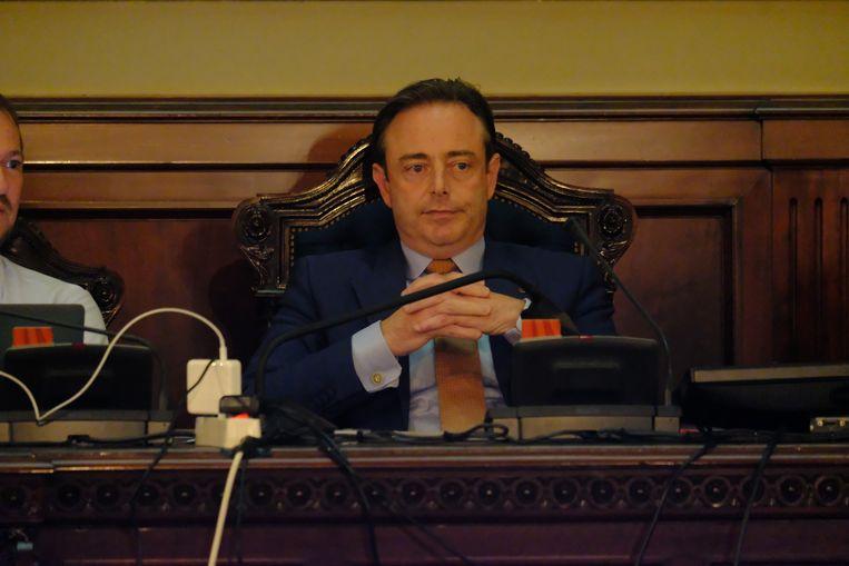 Bart De Wever neemt ruim de tijd om de puzzel van de coalitiegesprekken in Antwerpen te leggen