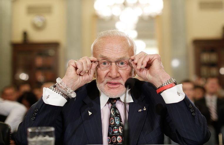 Buzz Aldrin getuigt voor een Senaatscommissie over ruimtevaart in Washington, 2015. Beeld Getty Images