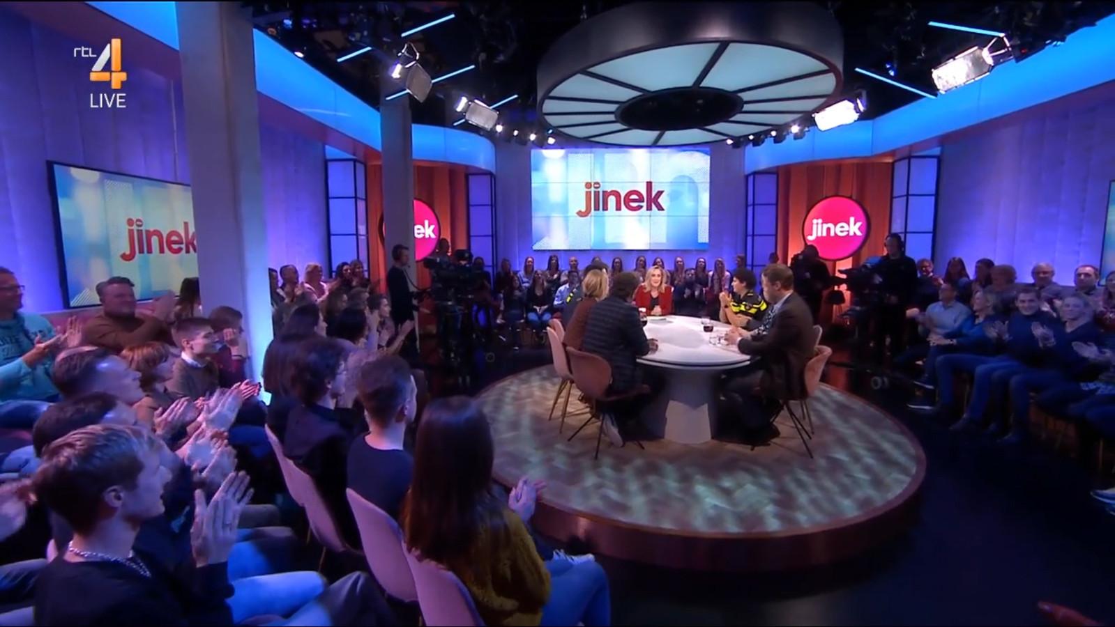 Jinek startte afgelopen vrijdagavond met haar talkshow bij RTL4 in een 'volledig roze studio'.