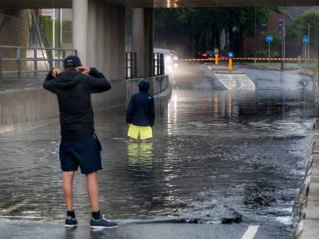 Onstuimige dinsdag in Brabant door noodweer: wateroverlast, treinstoring door blikseminslag en lange files