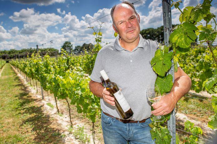 Paul Bosse in zijn wijngaard Domaine De Brabantse Wal. Zijn wijnen worden geschonken in sterrenrestaurants.