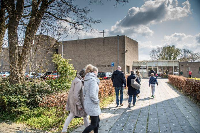 Een van de drie kerken van de CGK in Zwolle, de Verrijzeniskerk in Holtenbroek. Mogelijk wordt Zwolle vrijdagavond uit de landelijke koepel gezet vanwege het liberale standpunt over relaties tussen mensen van hetzelfde geslacht.