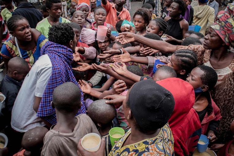 Vluchtelingen uit Goma, 25 kilometer buiten de door een vulkaanuitbarsting bedreigde stad.  Beeld AFP