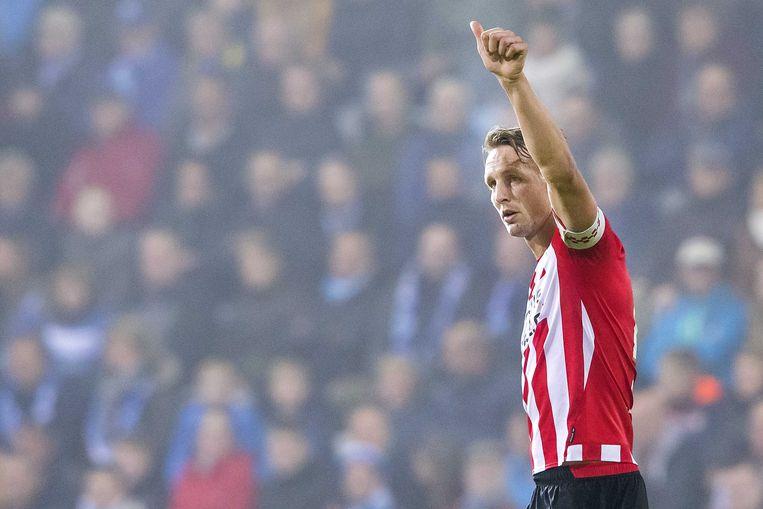 Luuk de Jong van PSV viert de 0-1 in de wedstrijd tegen De Graafschap.  Beeld ANP