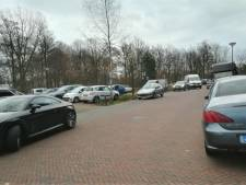 Parkeeroverlast bij zorgcentrum Rosmalen loopt spuigaten uit: 'Liefst schilder ik zelf blauwe zone'