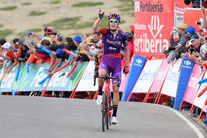 Jetse Bol gaat op 28 augustus van het vorig jaar juichend over de streep in de vijfde etappe van de Vuelta.