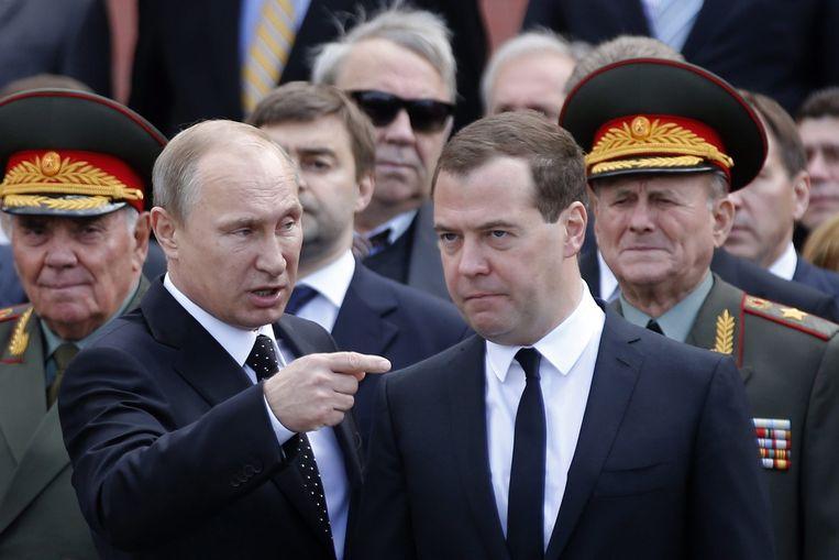 Russische president Vladimir Poetin en Russische premier Dmitri Medvedev. Beeld EPA