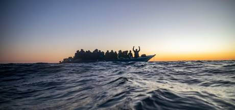 Lichamen van drie jonge kinderen aangespoeld op strand van Libië