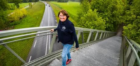 Marion uit Hengelo kreeg tussen twee coronagolven in nieuwe longen: en beklimt nu de langste trap van Nederland