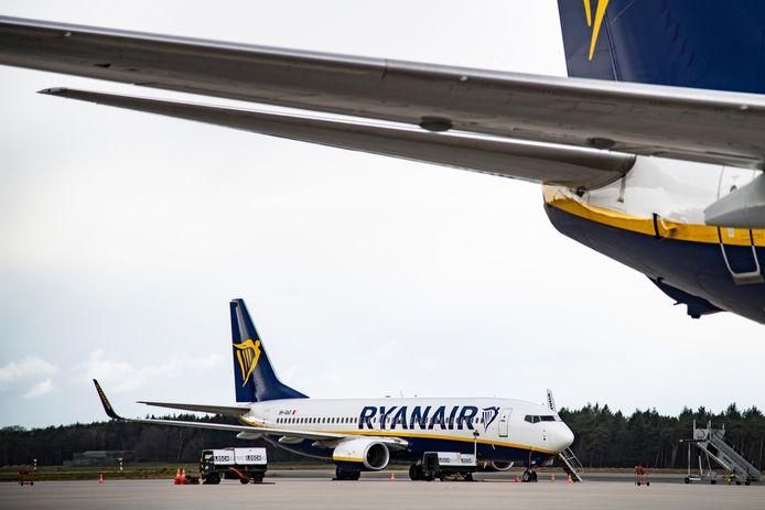 Vliegtuigen van budgetmaatschappij Ryanair op Airport Weeze, over de grens bij Nijmegen.