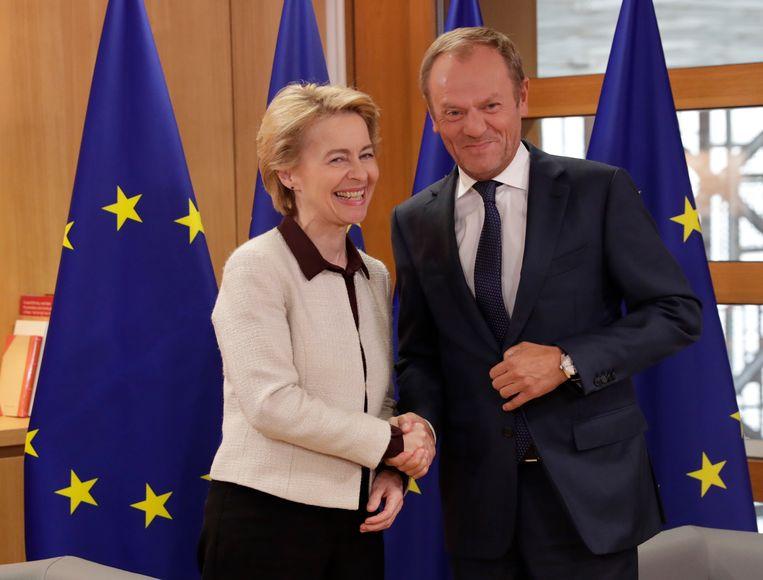 Ursula von der Leyen en Europees president Donald Tusk.  Beeld EPA