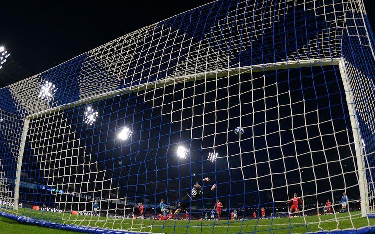 Dries Mertens zet Napoli op 3-0 voorsprong in de Champions League-match tegen Red Star Belgrado.  Beeld Getty Images