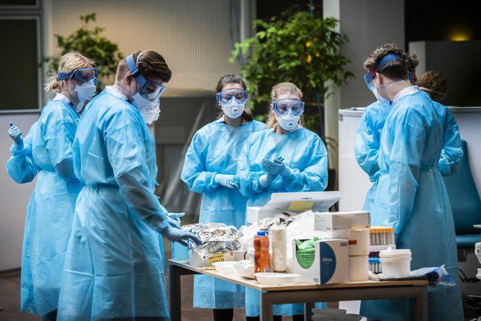 Een corona-polikliniek in het Universitair Medisch Centrum Groningen (UMCG).