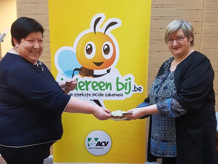 Het ACV van Tielt deelde dinsdagvoormiddag in het Sint-Andriesziekenhuis gratis pralines uit