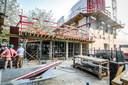 Het gebouw krijgt meer en meer vorm: de foyer zal ook voorzien worden van een bar, en bovenaan komt een terras.