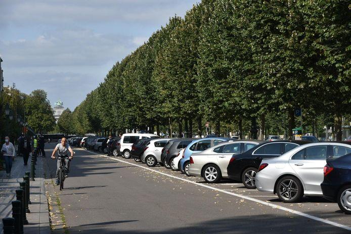"""Volgens buurtbewoners is er al een tekort aan parkeerplaatsen: """"Je ziet het wel: alle vakken zijn bezet."""""""