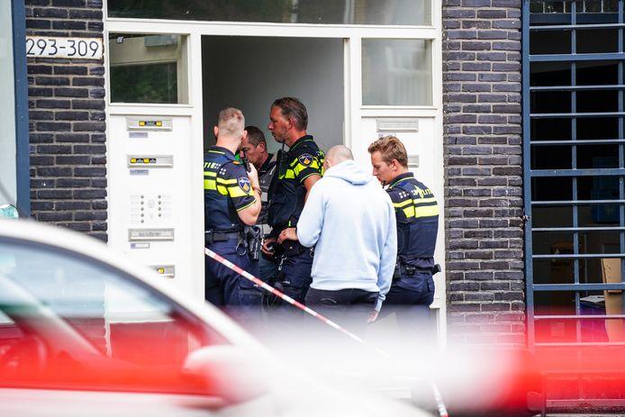 In een woning aan de Insulindestraat in Rotterdam-Noord werd de vrouw aangetroffen.