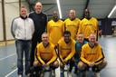 Bij een reunie kwam een deel van het kampioenselftal van Schoenenreus in 2017 nog eens bij elkaar. Met onder meer Gery Vink (onder links) en Hanky Leatemia.