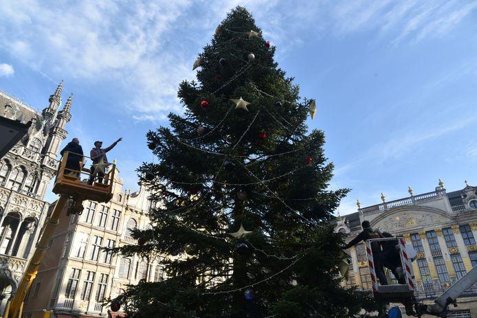 Het duurde uren om de hele boom te versieren