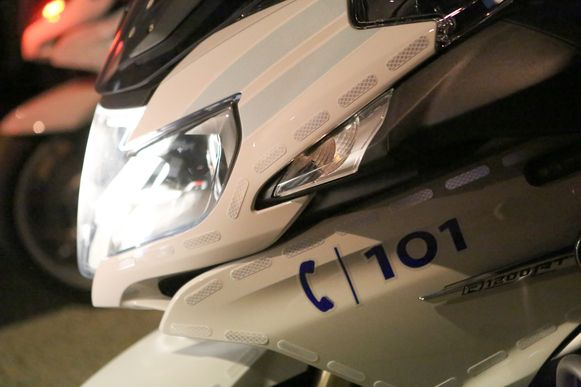 De politie haalde twee bromfietsen uit het verkeer