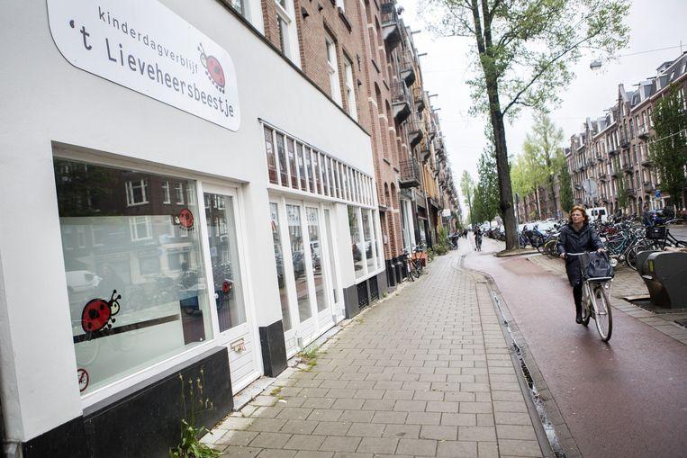 Het pand aan de Amiraal de Ruijterweg in Amsterdam waar 24/7 Kids een tweede locatie wilde openen. Vorige maand opende kinderdagverblijf 't Lieveheersbeestje hier een nieuwe vestiging. Beeld Julius Schrank