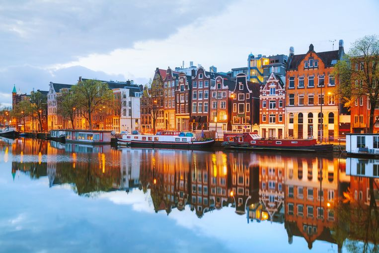 night-city-view-of-amsterdam-the-netherlands.jpg