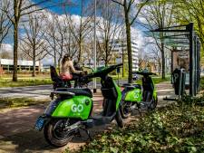 Deel Deventer politiek niet blij met felgroene deelscooters: 'Je ziet ze overal rondslingeren'