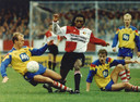 1992: Regi Blinker werkt zich door de Cambuur-verdediging.