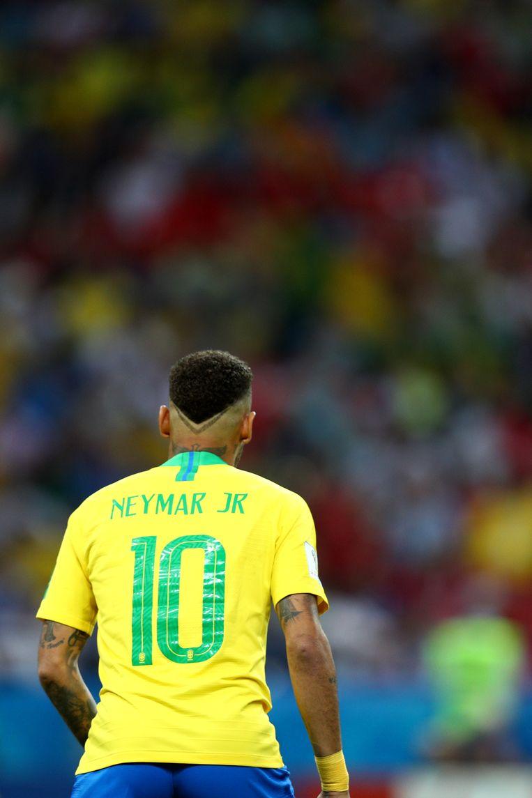 Werd hij tijdens het toernooi bescheidener, of was het andersom? Neymar speelde vier wedstrijden met vier kapsels. De laatste was de beste; let op het fijne tatoeage-achtige scheerseltje in de nek. Beeld Getty Images