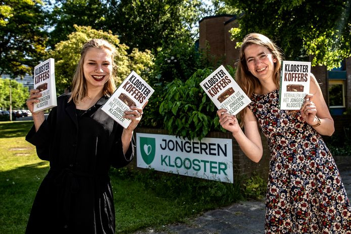 De jongeren van het eerste Jongerenklooster schreven samen een boek: Kloosterkoffers.