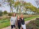 Wilma van Beekveld (lijks) met medevrijwilligers Cynthia van Hest en Marleen Stegeman.