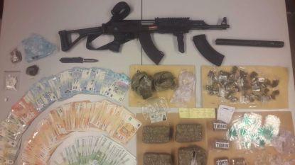 Banale verkeerscontrole in Zaffelare: politie betrapt man met cash, wapens en drugs