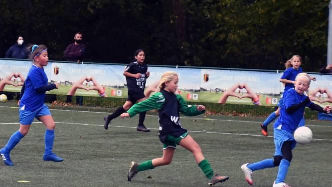 Honderdtal jonge voetbalsters uit Leuven spelen op laatste Love Football Cup