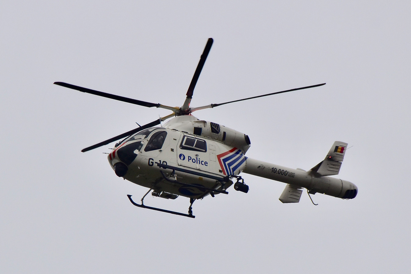 De politie schakelde de helikopter in om de ontsnapte gevangene op te sporen. (archieffoto)