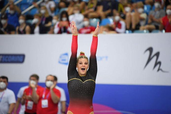 Tachina Peeters schreeuwt het uit van vreugde na haar sprong met perfecte landing die haar de gouden medaille opleverde.