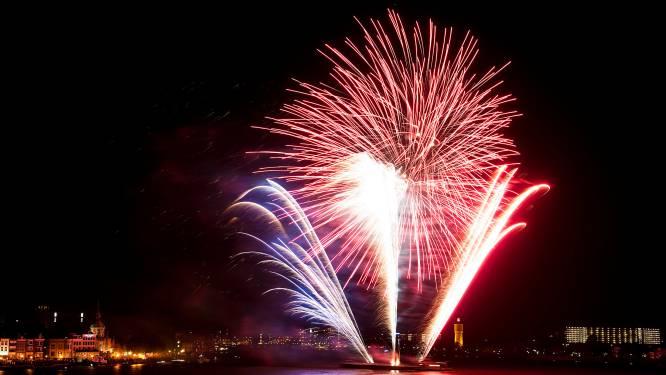 Zo'n 1000 stuks knal- en siervuurwerk de lucht in bij eerste 'spectaculaire' vuurwerkshow in Dordt